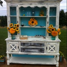Antique hutch. Want this.