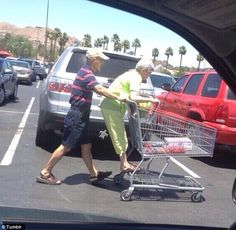 29 Relationship Goals That Will Always Make You Laugh Cute Old Couples, Funny Couples, Cute Couples Goals, Funny Couple Pictures, Friend Pictures, Cute Relationship Goals, Cute Relationships, Teen Romance, Teenage Dream
