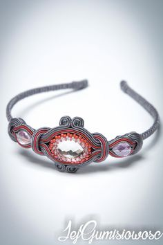 Hand-embroidered soutache headband made of grey and raspberry(dark pink) braid wrapped around glass crystals, Toho seed beads and Fire Polish beads. Universal size, suitable for a child and an adult, so that will grow with the owner. Shiny elements make it very elegant. Metal base wrapped by soutache braid and felt. Have been impregnated that makes it dust and moisture-proof. I have got different headbands at my other listings. In the event of soiling headband can be washed by hand at 30…