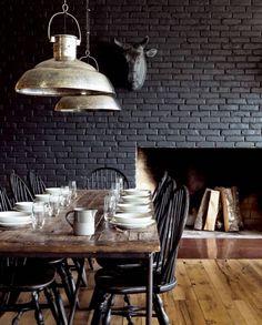 mur en brique noir - black brick wall in the dining-room Black Brick Wall, Black Walls, Black Rooms, Black Brick Fireplace, Grey Brick, Fireplace Wall, Dining Room Design, Dining Area, Design Kitchen