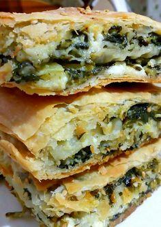 """Νόστιμη συνταγή μαγειρικής από """"Marina Hatzidaki-ΟΙ ΧΡΥΣΟΧΕΡΕΣ / ΗΔΕΣ"""" Υλικά για το ζυμάρι 600 γραμμάρια αλεύρι 3 κουταλιές ελαιόλαδο 1 κουταλιά ξύδι 1 κουταλάκι αλάτι 250 γραμμάρια νερό Νισεστέ ή κορν φλάουρ για το άνοιγμα των φύλλων Εκτέλεση Ρίχνουμε σε μία"""