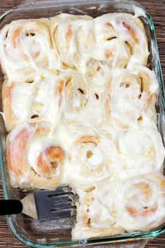 a hint of honey: Lemon Sticky Rolls These look ahh-mazing! (Say that like Oprah would). Lemon Desserts, Lemon Recipes, Delicious Desserts, Yummy Food, Pineapple Recipes, Tasty, Healthy Recipes, Sticky Rolls, Sticky Buns