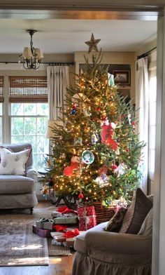 Amazing Decorated Christmas Tree http://imagespictures.net/amazing-decorated-christmas-tree-17/