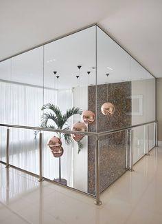 Corredor - segundo andar: Corredores, halls e escadas modernos por Arquitetura e Interior