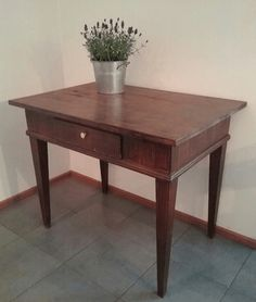 Vanha, yksilaatikkoinen talonpoikaisajan pöytä, aarrerati.fi-verkkokaupasta