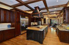 25 Contemporary And Warm Wood Kitchen Design Ideas for Cozy Kitchen Inspiration Cozy Kitchen, Kitchen Decor, Kitchen Ideas, Kitchen Stuff, Kitchen Remodel Cost Estimator, Wood Floor Kitchen, Floors Kitchen, Mediterranean Kitchen, Staining Cabinets