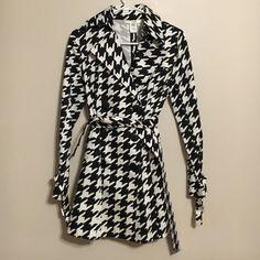 Vertigo houndstooth trench Cotton, mid-thigh length spring trench coat. Vertigo Paris Jackets & Coats Trench Coats