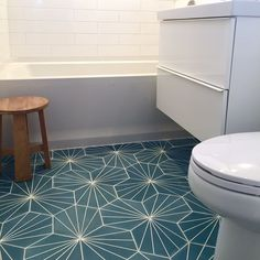 Dandelion - pigeon blue/pure white  Picture from a client in Cardiff, CA  #MarrakechDesign #kakel #klinker #fliser #tiles #flooring #design #claessonkoivistorune #interior #interiordesign #cementtiles #badrum #bathroom #kitchen #kök #hall #hallway #floor #wall #dandeliontiles #dandelion #pigeonblue