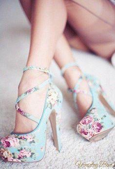 Pastelowe szpilki w kwiaty...
