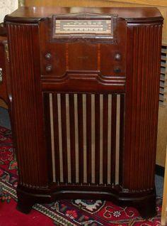 Vintage 1942 PHILCO Radio This Looks Like The My Folks Had Before Television