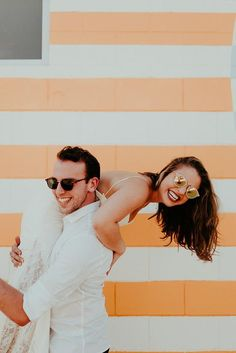 Impossibly Cool Palm Springs Honeymoon Photo Shoot These newlyweds sure know how to have fun! Funny Engagement Photos, Funny Wedding Photos, Wedding Pics, Wedding Guest Book, Budget Wedding, Wedding Ideas, Wedding Planning, Engagement Shots, Engagement Ideas