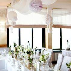 Hochzeitstischdeko gr n holz raum und m beldesign - Glanzende wandfarbe ...