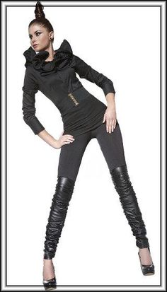 Der neueste Modetrend: Treggings = trousers + leggings - also Leggings im Hosenlook! Dieses Modell wirkt wie eine 5-Pockets-Jeans im Materialmix: Stretchjersey und ab Oberschenkel mattes Kunstleder, gerafft. Mit breitem Gummizug in der Taille, aufgenähten Taschen an der Rückseite und doppelt abgesteppten Nähten. Natürlich komplett blickdicht. Angenehm weich und dehnbar, dabei gute feste Kunstlederqualität. Mat.: 85% Polyester, 15% Elasthan.
