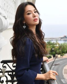 Song Hye Kyo as wyneison mom Song Hye Kyo Style, Song Hye Kyo Hair, Korean Beauty, Asian Beauty, Korean Hair Color, Korean Model, Korean Lady, Korean Idols, Short Girl Fashion