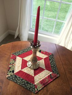 Dress up your dining table, coffee table or round table with this beautiful table topper. Christmas Runner, Christmas Mantels, Red Christmas, All Things Christmas, Patchwork Table Runner, Table Runner And Placemats, Quilted Table Runners, Coffee Table Runner, Octagon Table