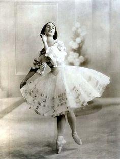 Anna Pavlova, a Russian ballerina, 1914 Vintage Ballerina, Vintage Dance, Ballerina Art, Retro Vintage, Ana Pavlova, Ballerine Vintage, Ballet Images, Russian Ballet, Ballet Costumes