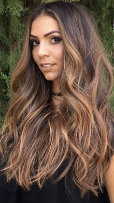 simply stunning shade of Brown Baylayage hair highlights, try cliphair's dye-able human hair extensions get this baylayage hair inspiration. Brown Hair With Blonde Highlights, Brown Hair Balayage, Hair Highlights, Blonde Balayage, Hair Melt, Zoella Hair, Hair Color Caramel, Hair Romance, Hair Color And Cut