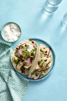 Spiced Chicken Tacos with Avocado and Pomegranate Salsa: Avocado is packed with monounsaturated fats that help reduce inflammation and will help you feel fuller longer. Click through to find easy and healthy avocado recipes. Heart Healthy Recipes, Healthy Dinner Recipes, Yummy Recipes, Healthy Meals, Diet Recipes, Chicken Spices, Chicken Recipes, Seafood Recipes, Vegan Dishes