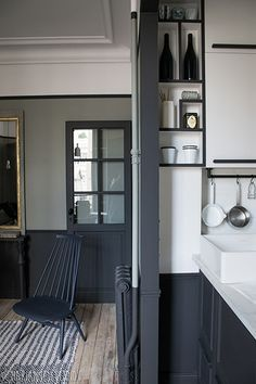 Expert advice from an interior designer, Marianne Evennou, on how to reorganise a studio space in Paris and create your own cosy, yet functional, haven. Interior Exterior, Home Interior, Interior Decorating, Style At Home, Small Apartments, Small Spaces, Country Look, Ideas Hogar, Deco Design