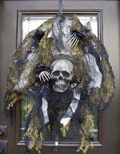Décoration de porte avec crâne bien dans l'esprit Halloween
