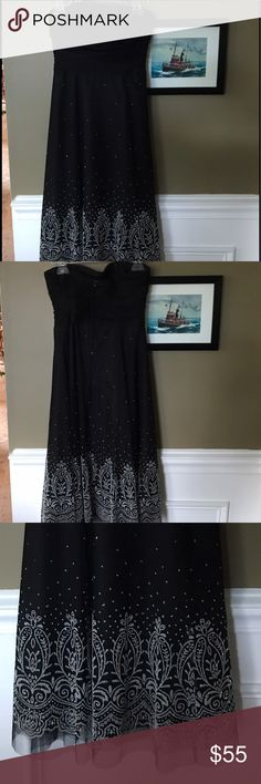 Jessica Howard Formal Strapless Sparkle Dress A strapless tea-length dress that's great for a formal evening! With a fitted bodice and an A-line, this dress can add a little ✨sparkle and swish✨ to your outing. Jessica Howard Dresses Strapless