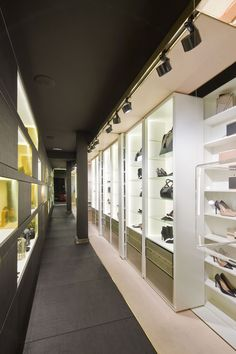 Interior de la tienda de Hannibal Laguna Shoes&Accessories