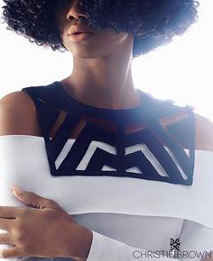 La créatrice et styliste ghanéenne Christie Brown a sorti une collection de colliers absolument magnifique. Il faut dire que Christie Brown fait partie de ces créatrices qui en inspirent beaucoup d'autres. Ses pièces sont en général travaillées et font preuve de beaucoup de créativité. C'est le cas aussi bien pour ses accessoires que pour ses ...