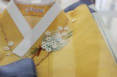 Korean embroidery on a hanbok. Very delicate. 달숲의 실로 짓는 이야기 : 네이버 블로그