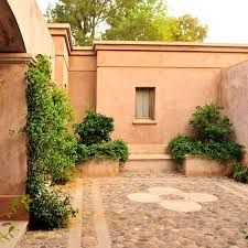 Tuscan style – Mediterranean Home Decor House Colors, Hacienda Style, Outdoor Decor, Traditional Architecture, Tuscan Style, Porch And Terrace, Colorful Patio, House Exterior, Patio Interior