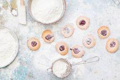 Gesund und natürlich backen: Clean Baking. Mit Rezept für cleane Bananen-Mandel-Kekse...