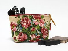 Borduurwerk+Make-up+tasje+van+EllaOsix+-+Handmade+Bags,+pouches,+Pillows+&+Vintage+Sunglasses+and+Eyewear+op+DaWanda.com