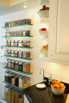 25 maneras de poner unas baldas en tu cocina | Decoración