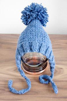 Saanko esitellä, pieni nöpönenäinen kummipoikani Aapeli ja hänen uusi lakkinsa. Äiti meinasi, että pipo on vielä vähän liian suuri, mut... Baby Hats, Baby Blue, Winter Hats, Sewing, Knitting, Crocheting, Blog, Beanies, Crochet
