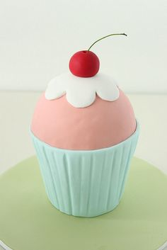 3D cupcake cake by Sharon Wee Creations, via Flickr