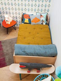 Faire le dessus de lit! Acheter le tissu et recouvrir le jaune que j ai, teinter drap coton grand mère en gris ou jaune et faire petits plus dessus