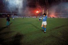 Maradona acknowledges the Tifosi. Source: 11FREUNDE