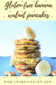 Go bananas for: Gluten-free banana walnut pancakes ⋆ Gluten Free Banana, Pancakes Easy, Delicious Breakfast Recipes, Banana Nut, My Recipes, Food And Drink, Snacks, Bananas, Cooking