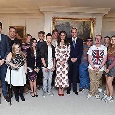 William and Catherine welcomed Teen Heroes into Kensington Palace last Tuesday 💖 the link of video is on my bio 😊