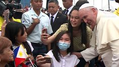 SELFWE: Pope Francis grants a selfie at the Villamor Air Base on Saturday, January 17. Rappler screenshot