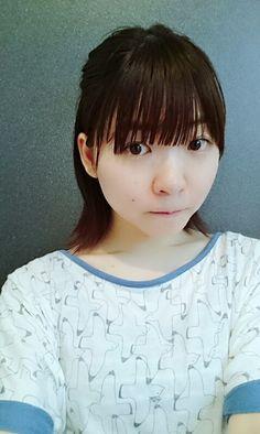 前髪分け目なくしてみました。自分で切ってしまいましたぁぁ…ガ… | 小澤亜李さんのなう