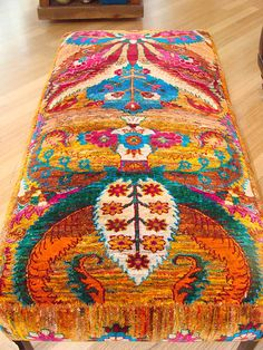 Anthropologie Inspiration Bench via Adventures In Pretty Hippie Style, Bohemian Style, Bohemian Design, Bohemian Decor, Boho Gypsy, Hippie Boho, Sweet Home, Deco Boheme, Shabby