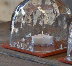 Se trata de un conjunto de lámparas de huracán de botella de patrón (3). Cada botella es cortar y muescas para flujo de aire. Que descansen firmemente en el cuadrado 1/4 espesor baldosas de vidrio con patas de fieltro para proteger su mesa de raspaduras. Por favor seleccione de las opciones de acabado de los azulejos de vidrio, como cada uno está pintado a mano. Si desea ver una botella que no tenemos disponibles, por favor sepamos lo que quiere, y podamos conseguirlo.  Llamar con preguntas…