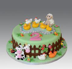 Farm Animals Cake by Gellyscakes, via Flickr