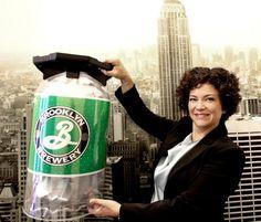 Anita Veenendaal van Keykeg - Het bedrijf is de uitvinder van een lichtgewicht plastic fust, of 'KeyKeg', voor bier, wijn, cider en frisdranken. - See more at: http://regiovanhollandsebodem.nl/ondernemen/parels/keykeg#sthash.G0yiHDRe.dpuf