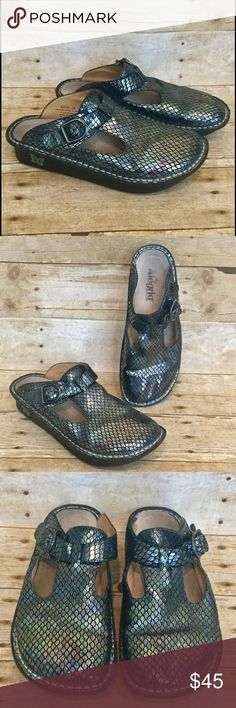 """Alegria 9 Iri Snake Mermaid Leather Nursing Clogs US 9-9.5 (EU 39). 1.75"""" heel. Wear & staining to footbed / inner shoe. No major defects on outer shoe or sole. Iridescent scales on the leather of the Alegria Classic Brilliant Snake Clog make it a colorful chameleon. Silver stitching & a gunmetal buckle make the open back clog stylish & comfortable. These will match ANY uniform / scrubs! -Slip-resistant outsole promotes posture -Anatomic, replaceable cork, memory foam & latex footbed…"""