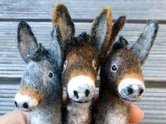 Felt finger puppets donkeys by Brigitte Funk Wool Needle Felting, Needle Felting Tutorials, Needle Felted Animals, Wet Felting, Felt Animals, Felt Puppets, Felt Finger Puppets, Puppet Tutorial, Felt Bunny
