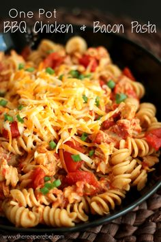 One-Pot BBQ Chicken and Bacon Pasta -- an easy, delicious weeknight meal! http://www.thereciperebel.com