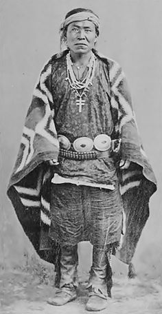 Navajo Man in Native Dress with Concha Belt and Ornaments - 1905 Native American Clothing, Native American Pictures, Native American Beauty, Indian Pictures, American Spirit, Native American Tribes, Native American History, American Indians, American Symbols
