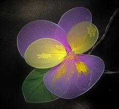 Pomysły plastyczne dla każdego, DiY - Joanna Wajdenfeld: Kolorowe, świecące kwiatki z rajstop