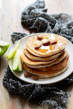 Pancake proteici con albumi: Ricetta perfetta per una Colazione proteica! Best Breakfast Recipes, Savory Breakfast, Sweet Breakfast, Beignets, Ricotta, Fast And Slow, Different Cakes, Waffle Recipes, Savoury Cake